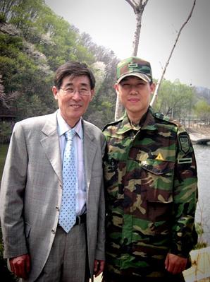 군복무 당시 아버지 면회.JPG