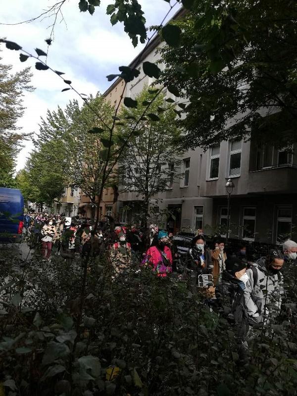 미테구청 앞으로 행진.jpg