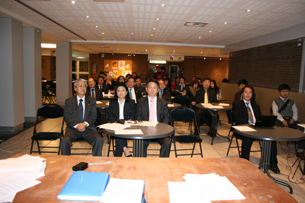회의 참석 임원들.jpg