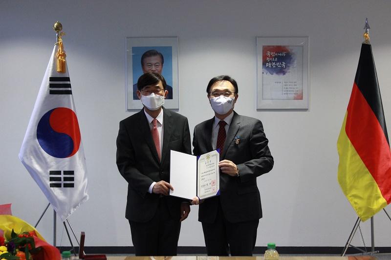 2020.12.17 재외동포 포상 전수식-김영근.jpg