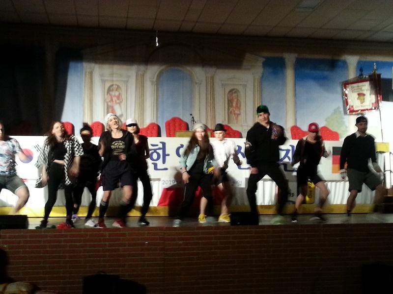 K-Pop 댄스그룹 으르렁-.jpg