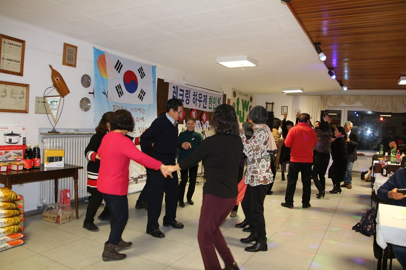 IMG_0044 춤 파티.jpg
