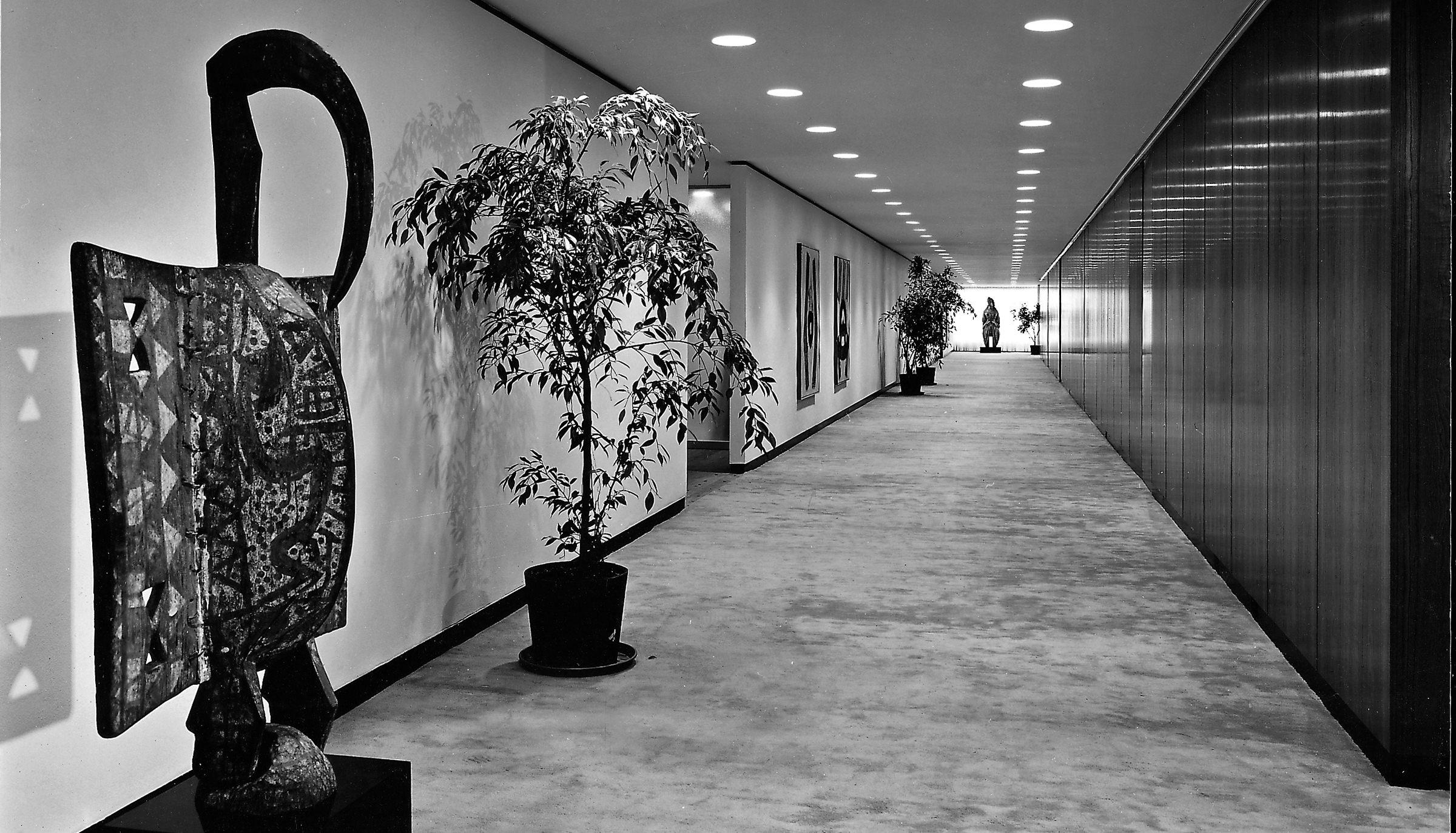 미술품이 전시되어 있는 체이스 맨하튼 은행 내부 전경 (photo by Alexandre georges).jpg