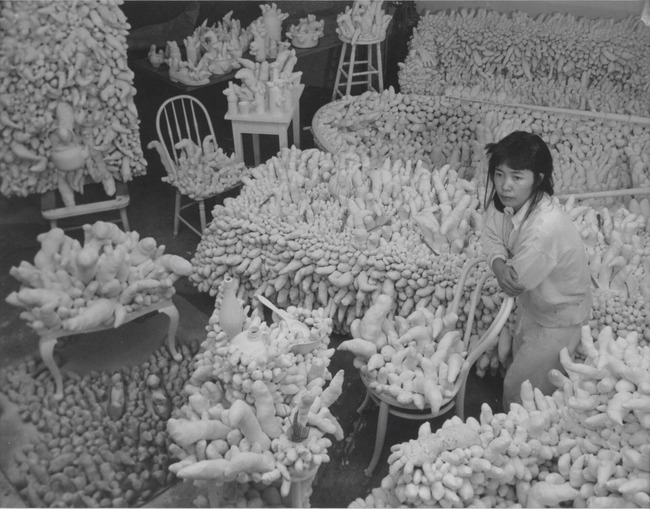4Yayoi Kusama, Compulsion Furniture (Accumulation),1964.jpg