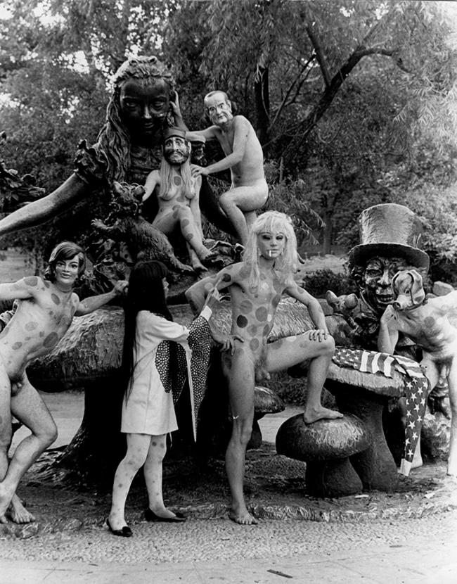 7Yayoi Kusama, Anatomic Explosion Central Park New York, Central Park, New York, 1969.jpg