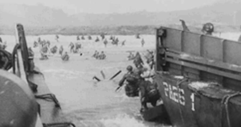 영.불 해협을 건너 노르망디에 상륙한 연합군들.jpg