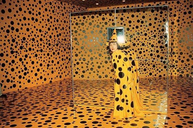 6Yayoi Kusama in Mirror Room (Pumpkin) (1991).jpg