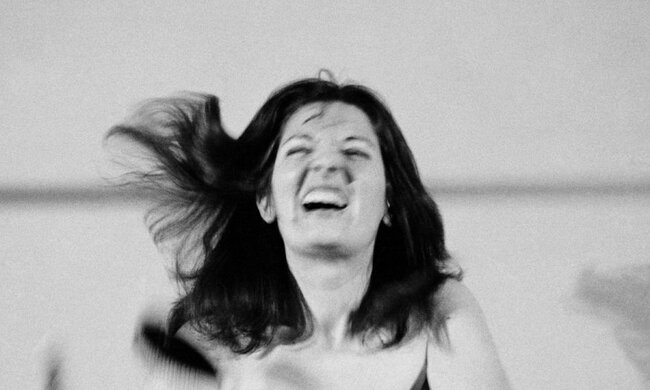 5Marina Abramovic, 예술은 아름다워야 한다, 예술가는 아름다워야 한다, 1975.jpeg