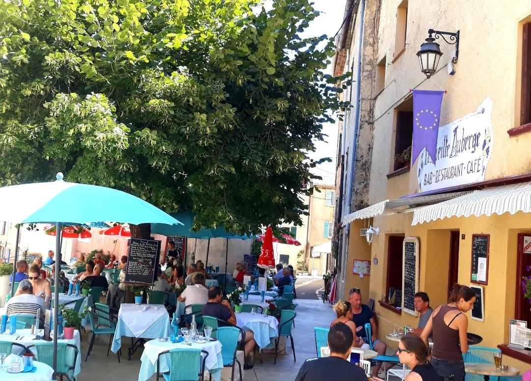 2.그레올리에흐 마을 식당.jpg