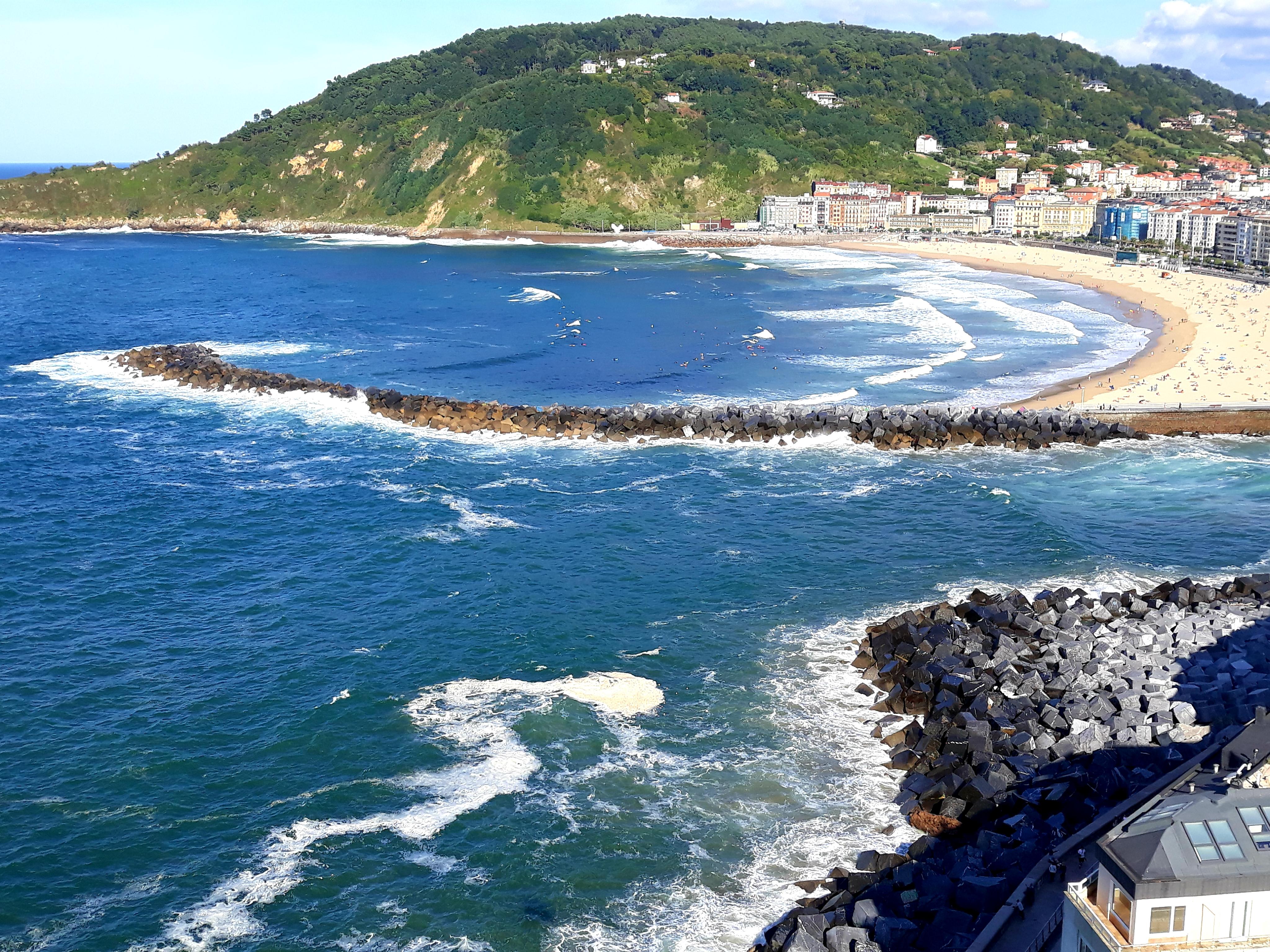 산 세바스티안의 라콘챠  해변.jpg