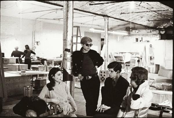 [크기변환]1964 Andy Warhol Factory.jpg