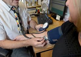 2.2. NHS gp인력난 대체 의료진 확대 사진.jpg